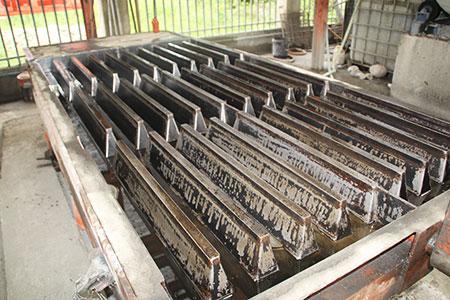 浇筑养猪场混凝土漏粪板的模具